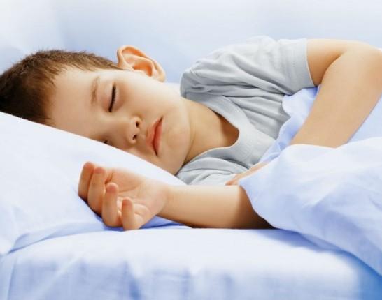 Copilul-doarme-corect-624x430