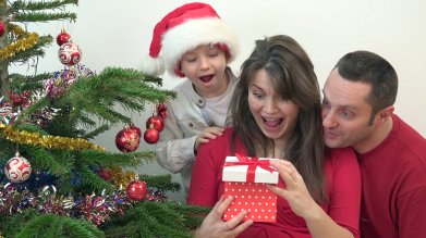 happy-family-looking-surprised-at-gift-box-close-christmas-tree_hsjzakhpx_thumbnail-full06