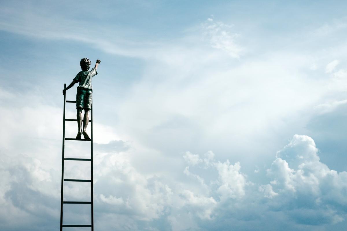 Ce-înseamnă-Growth-Mindset-și-cum-îl-cultivăm_scara-spre-cer