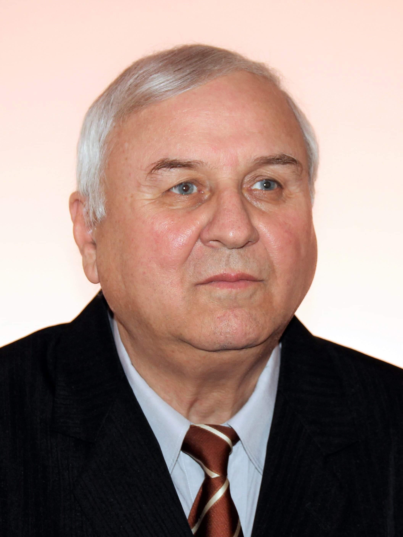 Manole Victor.